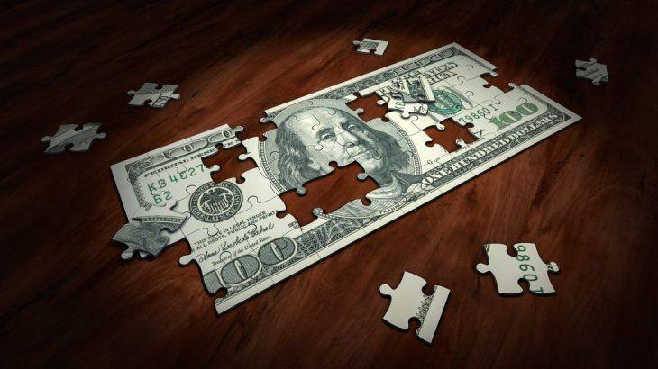 La caída en las reservas del BCRA obligó al Gobierno a implementar un cepo parcial a la compra de moneda extranjera.