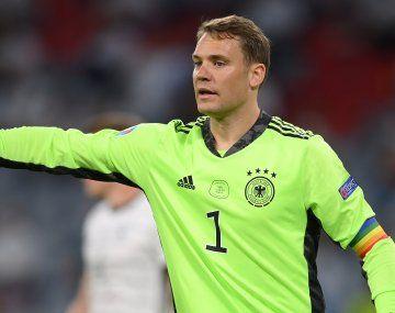 Manuel Neuer usó una cinta de capitán con los colores de la bandera LGBT y la UEFA le inició una investigación.