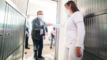 Ejes. El mandatario inauguró ayer un centro de salud comunitario en la localidad de San Vicente. Como médico, le dio a su gestión una impronta clave al manejo de la pandemia.