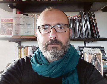 """Alejandro Parisi. Su nueva novela policial es """"Los pájaros negros""""."""