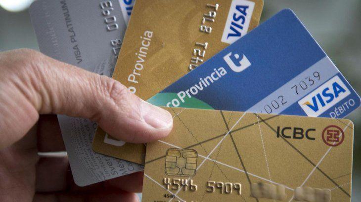 Tarjetas de crédito: investigarán a los bancos por el plan de refinanciación