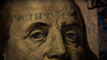 el dolar ccl finalizo arriba de los $170 por primera vez en 10 meses