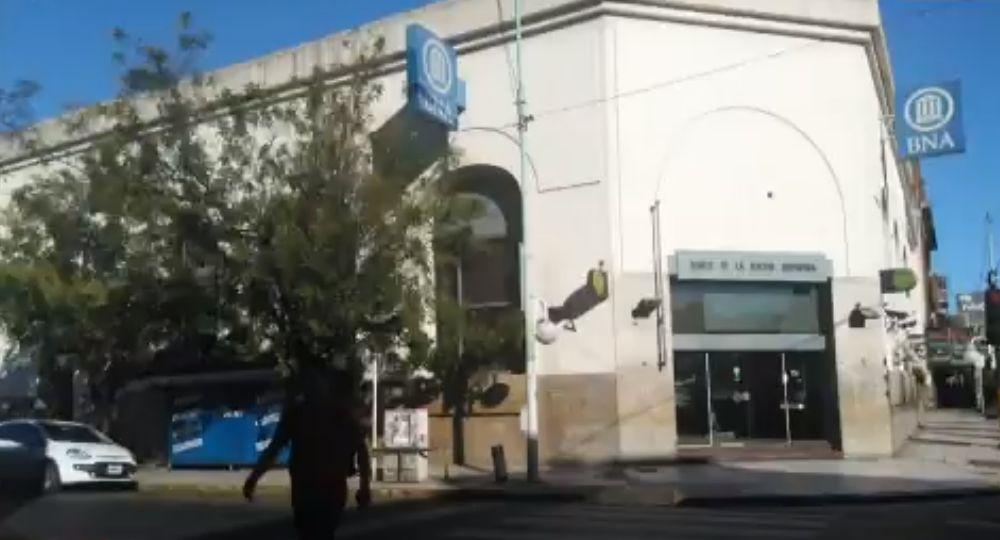 La sucursal del Banco Nación se ubica en Rivadavia y 9 de Julio
