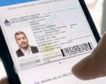 El uso del teléfonoserá permitido únicamente en el momento en que el personal del banco le solicite al usuario su identificación.