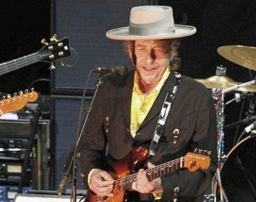 Bob Dylan, dijo que su nombre artístico se debió a que había mucha discriminación contra los judíos cuando arrancó su carrera.