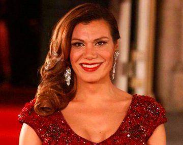 """El video que publicó Flor de la V tiene como cortina el tema """"Soy lo que soy"""" de Sandra Mihanovich y aparecen varias figuras nacionales e internacionales."""