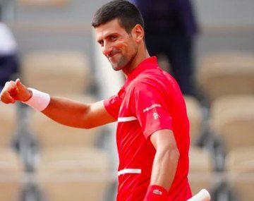 Novak Djokovic avanza sin fisuras en Roland Garros.