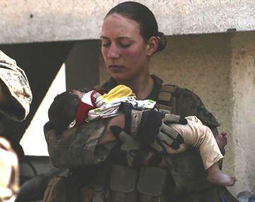 Atentado en Kabul: conmociona a EEUU la muerte de una soldado viral en las redes