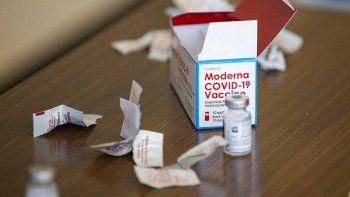 Las acciones de Moderna caen pese a previsión de mayores ventas de vacunas.