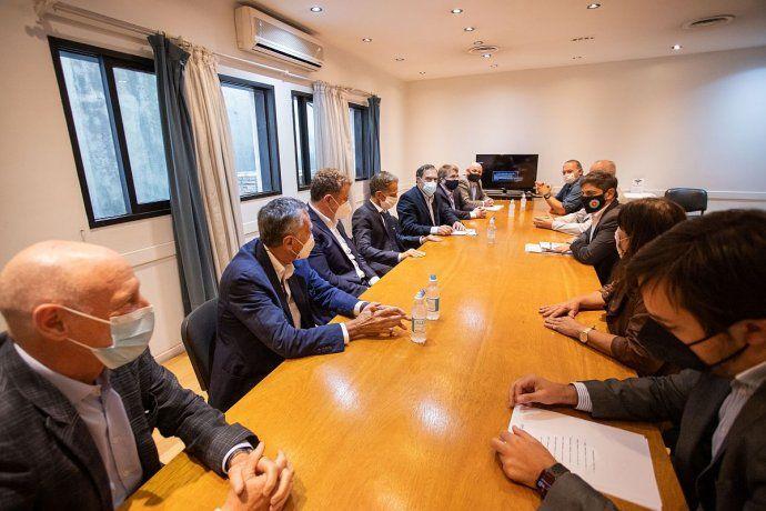 El viceministro de Salud bonaerense, Nicolás Kreplak, en reunión con representantes de empresas de medicina privada.