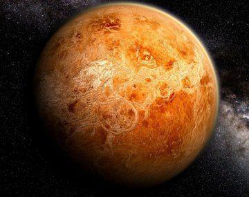 Venus es similar a laTierra en cuanto a tamaño,masaycomposición, aunque totalmente diferente en cuestiones térmicas y atmosféricas.
