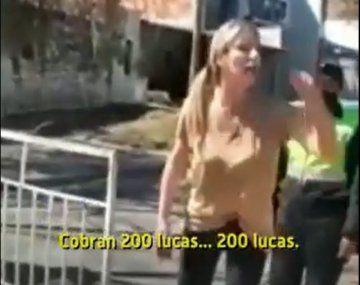 María José Hansen Castello insultó a docentes frente a la Gobernación de Salta.