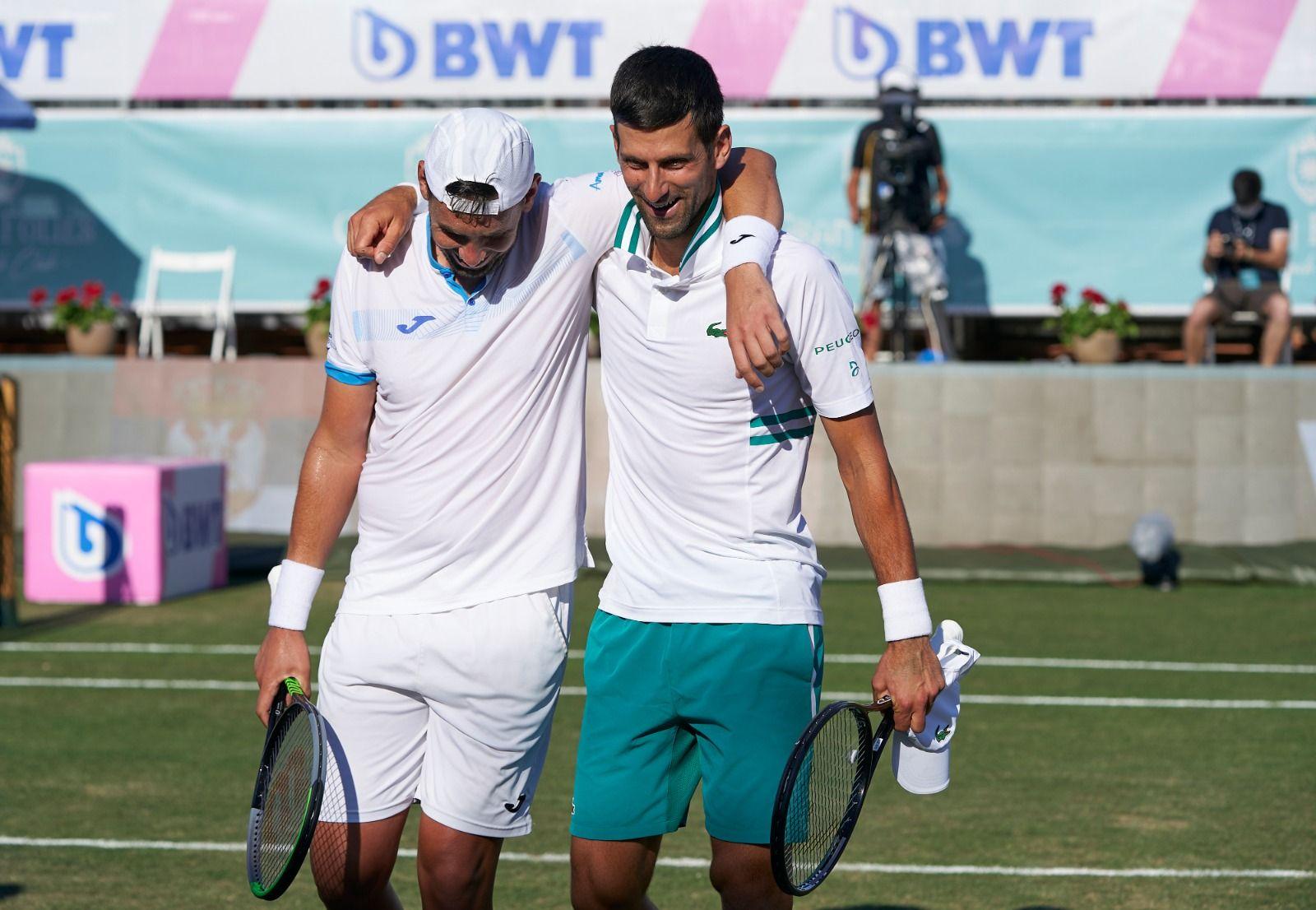 Gómez-Herrera y Djokovic, durante el ATP de Mallorca. Una amistad dentro y fuera de los courts.