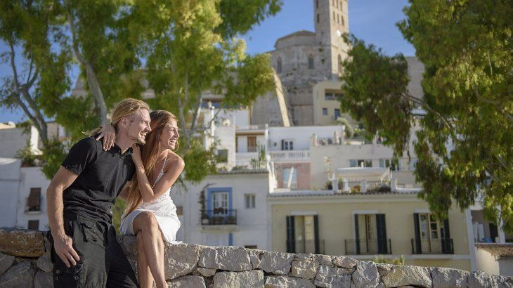 Ibiza presenta otra faceta ideal para parejas y viajes familiares.