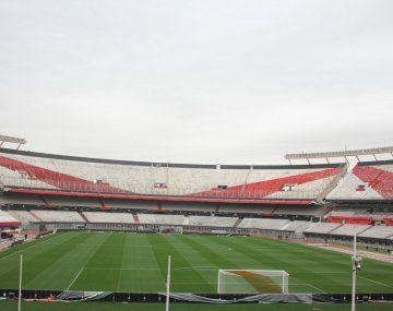 River remodela el césped del Monumental y eliminará la pista de atletismo.