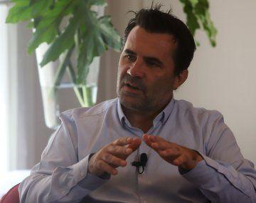 La nueva Ley de Hidrocarburos que presentó Darío Martínez busca incorporar valor agregado nacional y regional con más empleo de calidad.