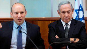 Naftali Bennet junto al exprimer ministro Benjamín Netanyahu.