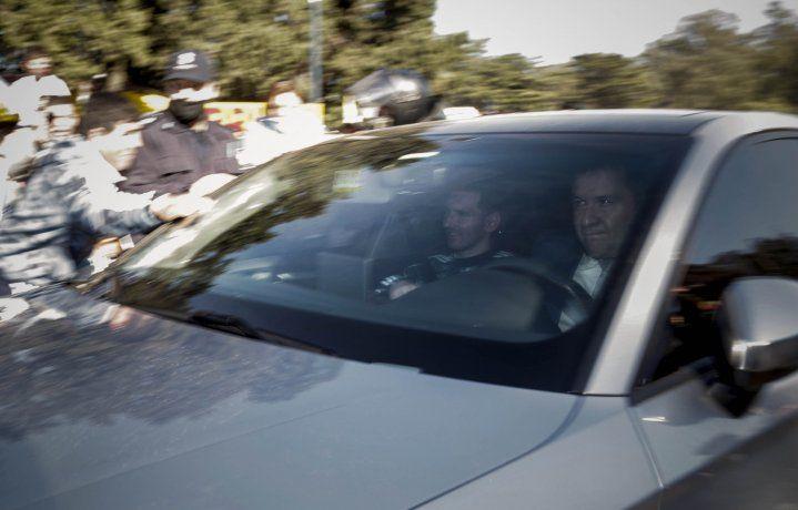 Lionel Messi al retirarse del predio de la AFA.
