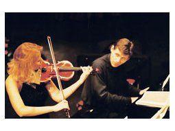 La pareja integrada por la violinista rumana Clara Cernat y el pianista francés Thierry Huillet dio cátedra de virtuosismo y musicalidad ante una platea totalmente subyugada.