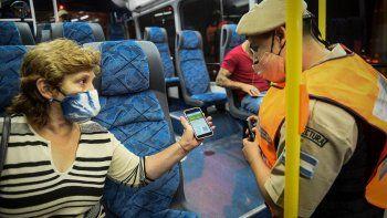 En la actualidad se necesita un certificado habilitante para circular en transporte público.