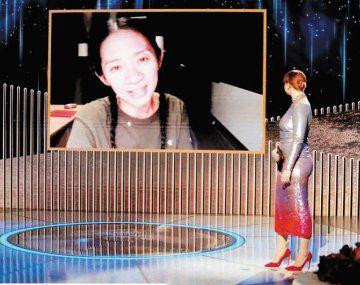 """globos de oro. La asiática Chloé Zhao gana por """"Nomadland"""" en una noche que no dejó minoría sin premiar."""