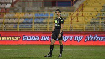 Sapir Berman dirigió su primer partido con su nueva identidad.
