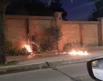 El hombre había sido detenido lamañana del miércoles acusado de lanzar unabombamolotov casera contra una de las paredes de la quinta presidencial, en la localidad bonaerense deOlivos.