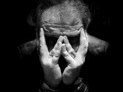 Un temor difuso se propaga en el psiquismo de la persona. Este temor puede paralizarlo en su capacidad de reacción y hacerlo sentir impotente.