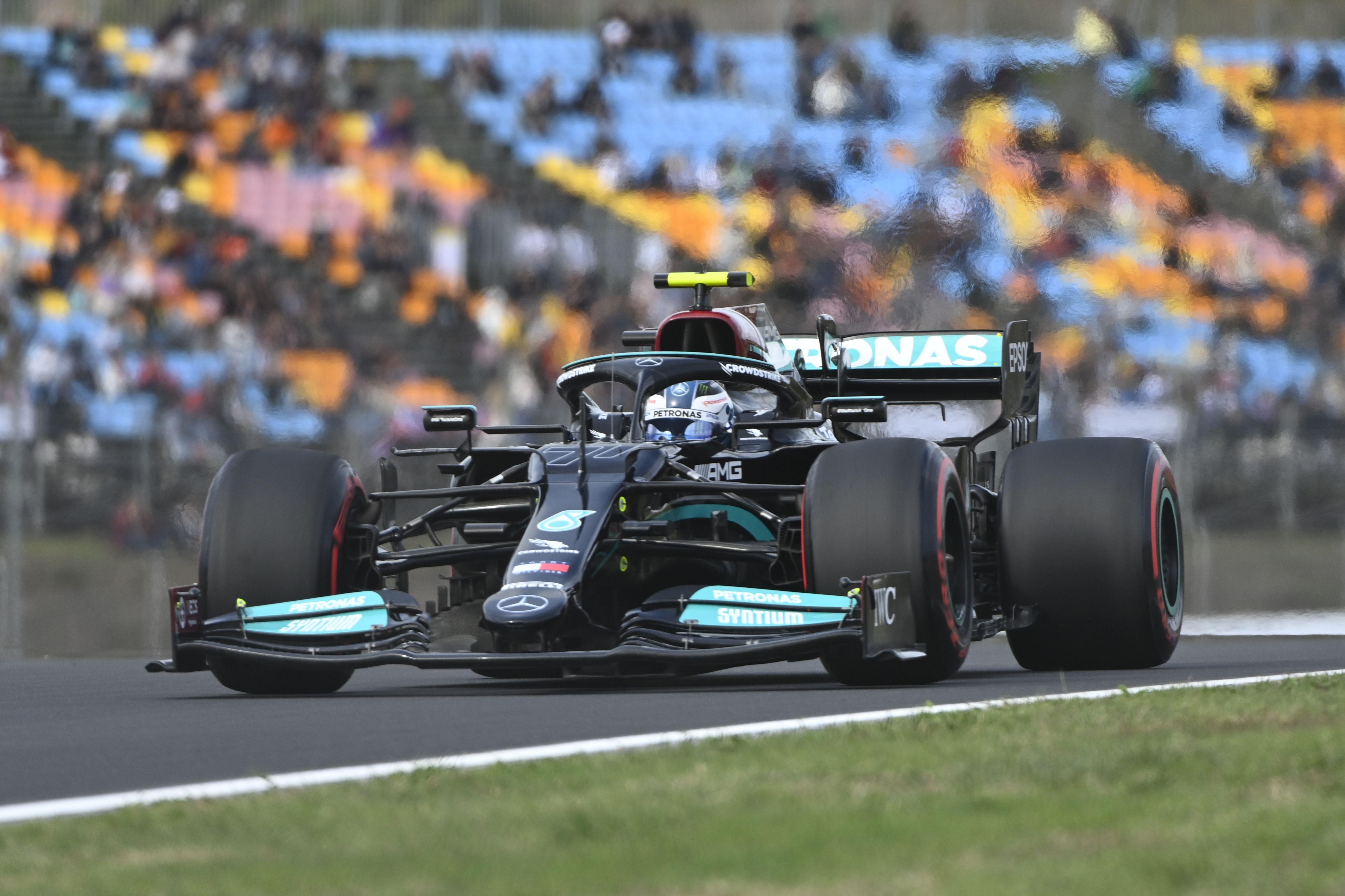 Bottas se quedó con la pole de Turquía tras la sanción a Hamilton.