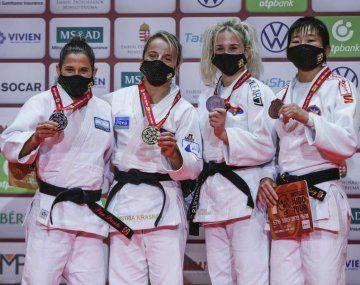 A la izquierda, Pareto con su medalla de plata del Grand Slam de Budapesto.