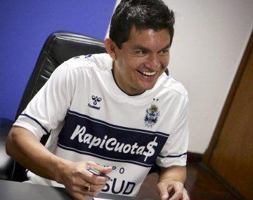 Luis Pulga Rodríguez firmó su contrato con Gimnasia.