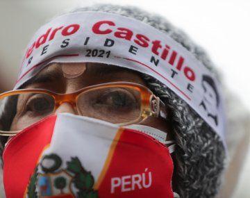 """APOYOS. El candidato Pedro Castillo llamó a sus electores a """"defender la democracia"""" en la calle."""
