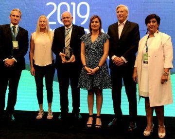 """Provincia ART otorgó el premio """"Compromiso y Gestión 2019"""" a Taranto, empresa fundada en 1980 enfocada en el sector autopartista, de la que hoy es líder."""