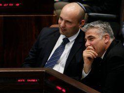 El ultra, Naftali Bennett, y el centrista, Yair Lapid, los dos candidatos a los que el presidente Rivlin podría proponer formar gobierno en Israel.