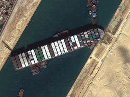 El Ever Given lleva cinco días bloqueando el Canal de Suez.
