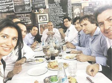 """Cumbre de emprendedores en """"El obrero"""". Mariquel  Waingarten (Hickies) junto a Andy Freire"""