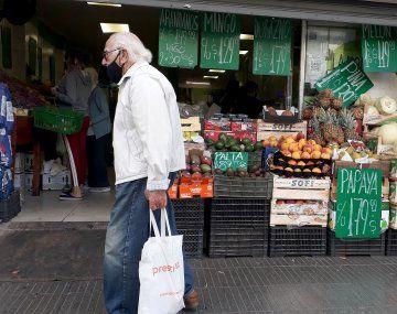 La Encuesta de Expectativas de Inflación registra que las expectativas en el interior del país llegan al 50,64 %, al 46,3% en la Ciudad de Buenos Aires y al y 46,8% en el Gran Buenos Aires.