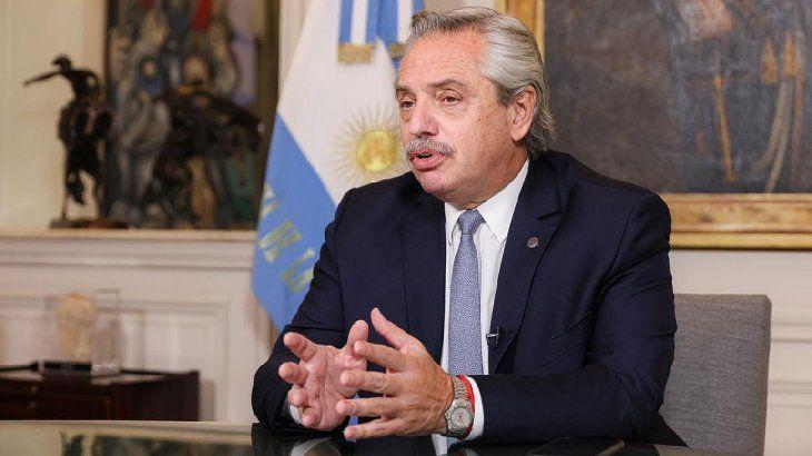 Alberto Fernández fue evaluado nuevamente y continúa asintomático