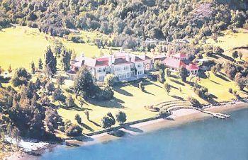 Vista aérea de Laguna Escondida perteneciente al billonario Joe Lewis