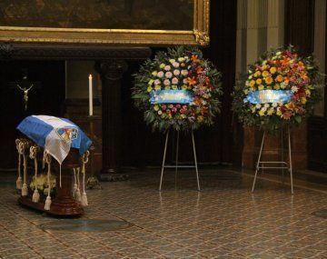 Los restos del apoderado del Partido Justicialista (PJ), Jorge Landau, quien falleció ayer a los 74 años, fueron velados en el Salón de los Pasos Perdidos de la Cámara de Diputados.