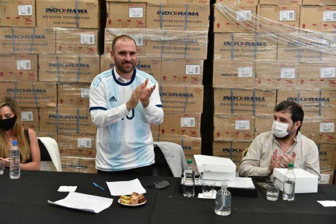 Guzmán visitó la fábrica textil Blue & Yellow SA