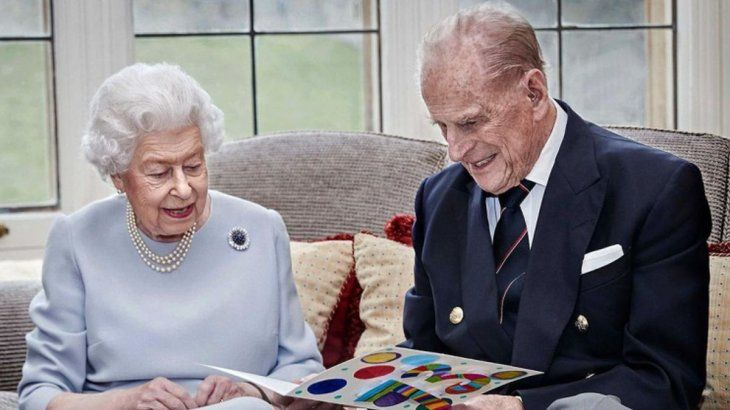 La reina manifestó su profunda tristeza por la pérdida del que fue su esposo durante más de 70 años.