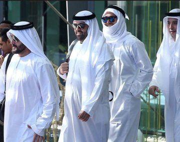 Sergio Ramos visitó la mezquita de Abu Dhabi con el típico atuendo de los Emiratos.