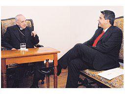 El papa Francisco, cuando aún era el cardenal Jorge Bergoglio, reunido con el gobernador Capitanich, en el Chaco, el 25 de marzo de 2010.