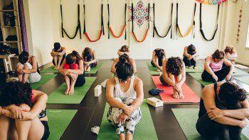 como ayuda el yoga al tratamiento de las enfermedades reumaticas