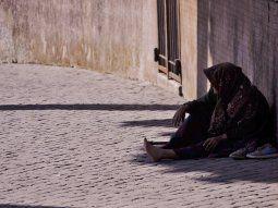 La cifra de 100 millones de personas en la pobreza extrema aumentará si se prolonga la pandemia, dijo el Banco Mundial.