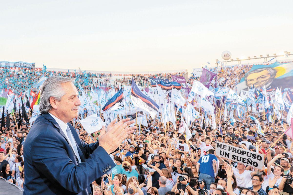 único. Alberto Fernández fue crítico con el FMI y la oposición en el acto de ayer en Morón donde se homenajeó a Néstor Kirchner en el aniversario de su fallecimiento. El Presidente y Martín Guzmán viajan al G-20 en Roma.