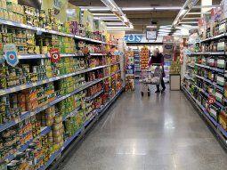 en medio del repunte de la inflacion, aseguran que cae el consumo de productos basicos