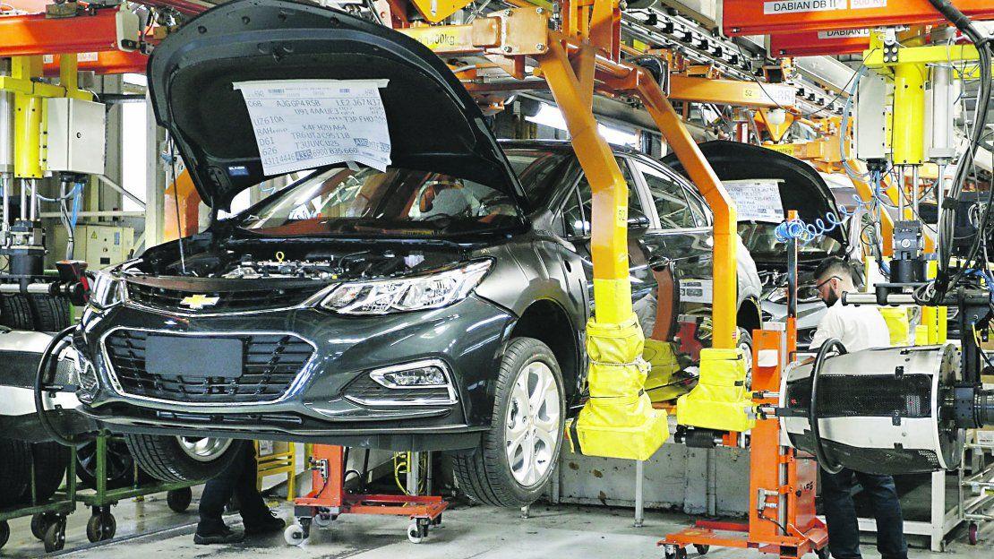 Producción automotriz cayó 16,4% en febrero