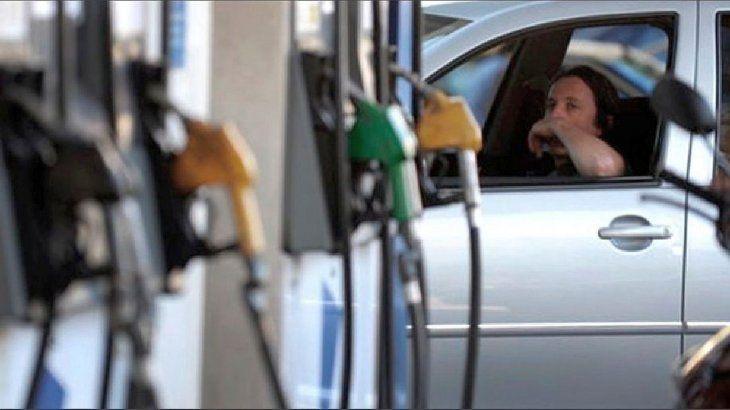 desde-la-proxima-semana-el-litro-nafta-super-ypf-pasara-7460-79-mientras-que-la-premium-trepara-8570
